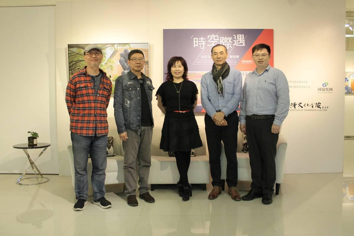 「時空際遇」吳熙吉&曹文瑞雙個展, 與會全體貴賓合影。 國璽藝術/提供