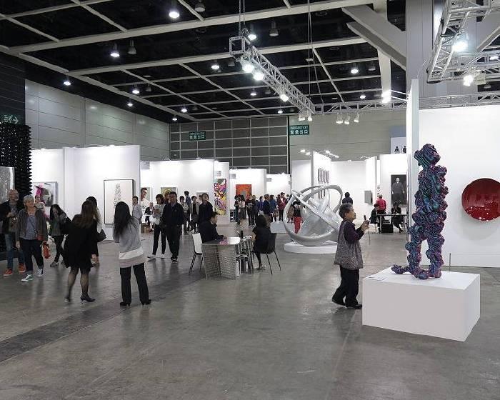 香港巴塞爾展品 抬起頭看得到