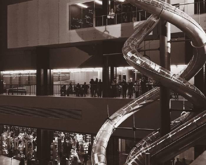 5樓高的溜滑梯 卡斯登的美術館樂園