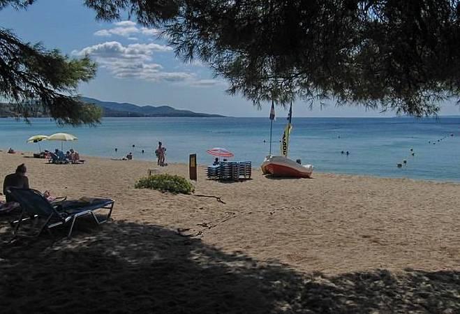 https://commons.wikimedia.org/wiki/File:Sithonia,_Greece_-_panoramio_(14).jpg