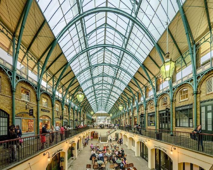 10萬顆白色氣球  佔領英國創意市集