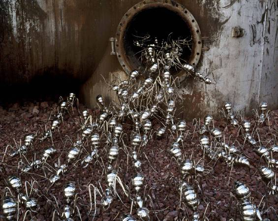陳志光 《遷徙時代 工場》尺寸依場地限制  2007 不鏽鋼