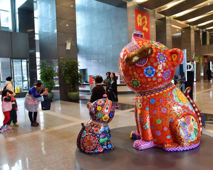 印象畫廊【洪易動物嘉年華 】2018 新北市政府市民廣場 有夠旺