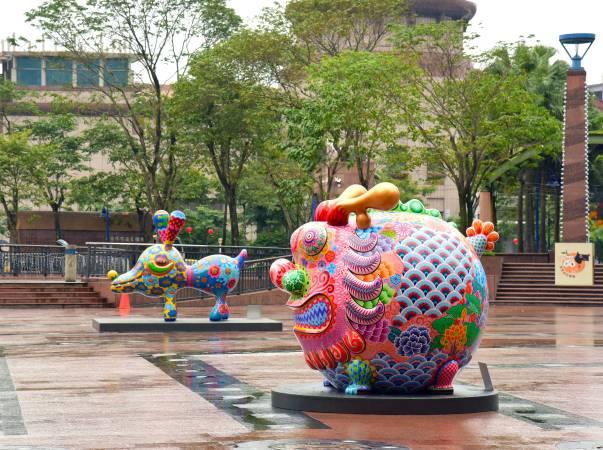 新北市政府市民廣場公共藝術展/洪易|圓龍|鋼板彩繪|250x210x220cm