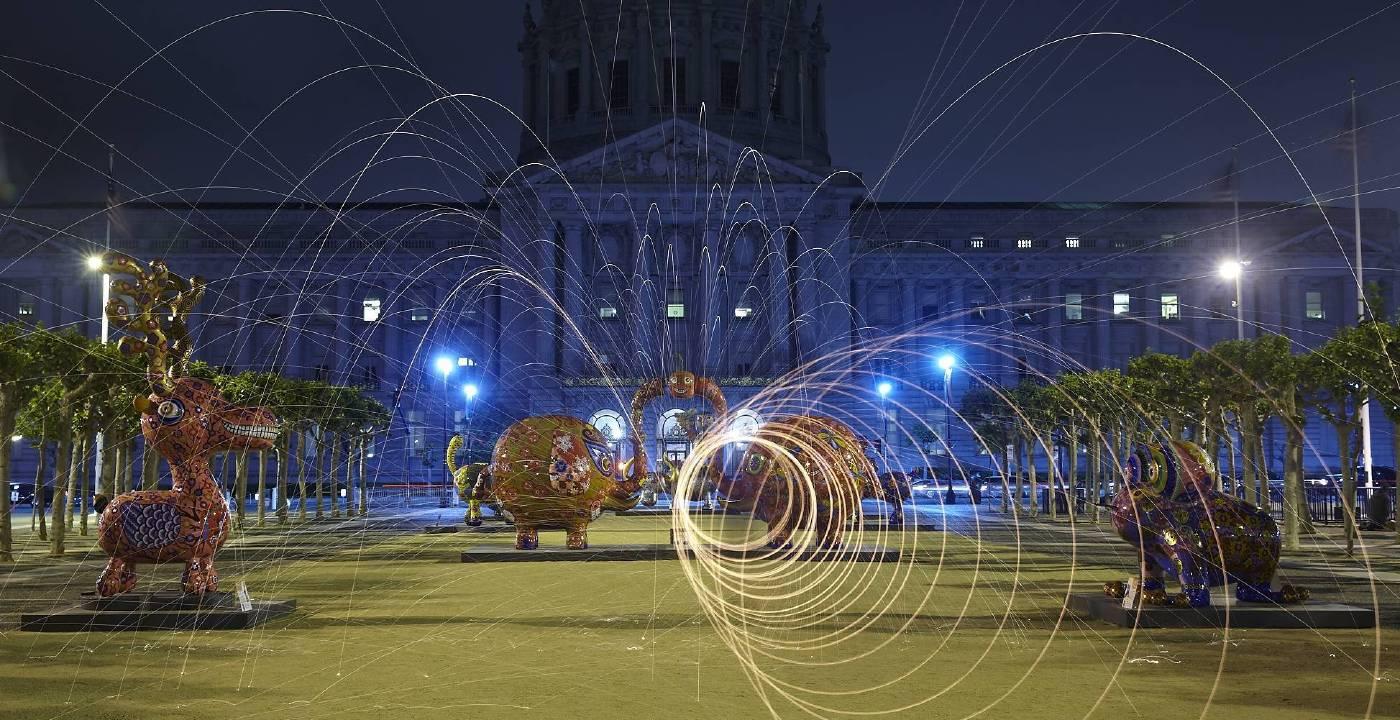 花漾動物嘉年華展於舊金山市政廳 夜間攝影
