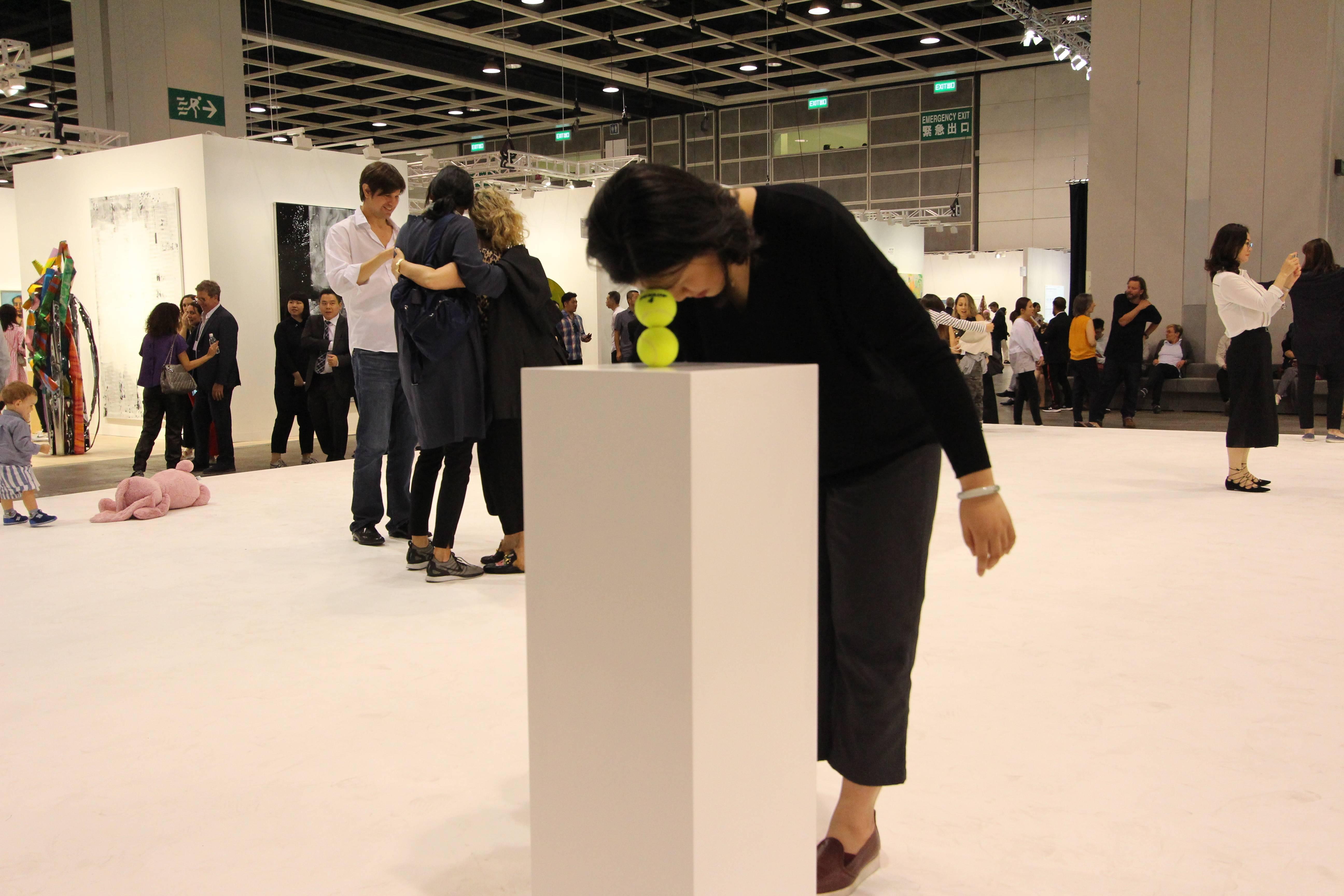 奧地利藝術家歐文.沃姆(Erwin Wirm)的《一分鐘雕塑》