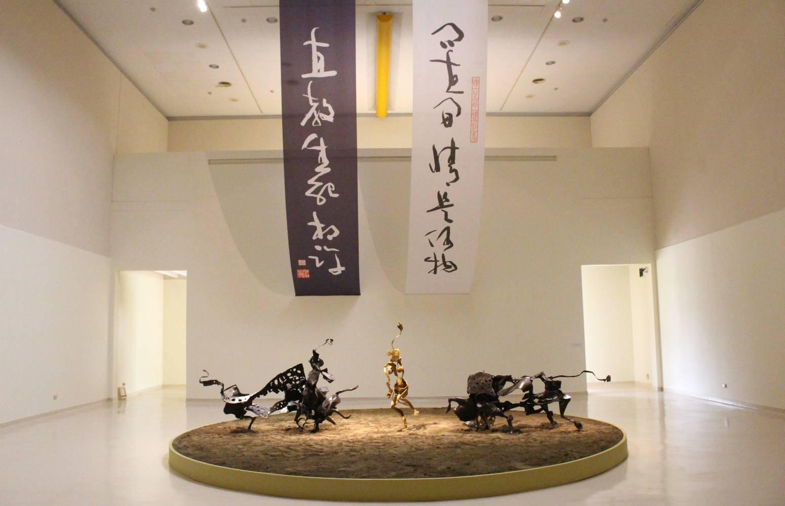 李光裕,《機智的鬥牛士》(左)、《格蘭納達》(中)、《紅色情挑》(右),2016年