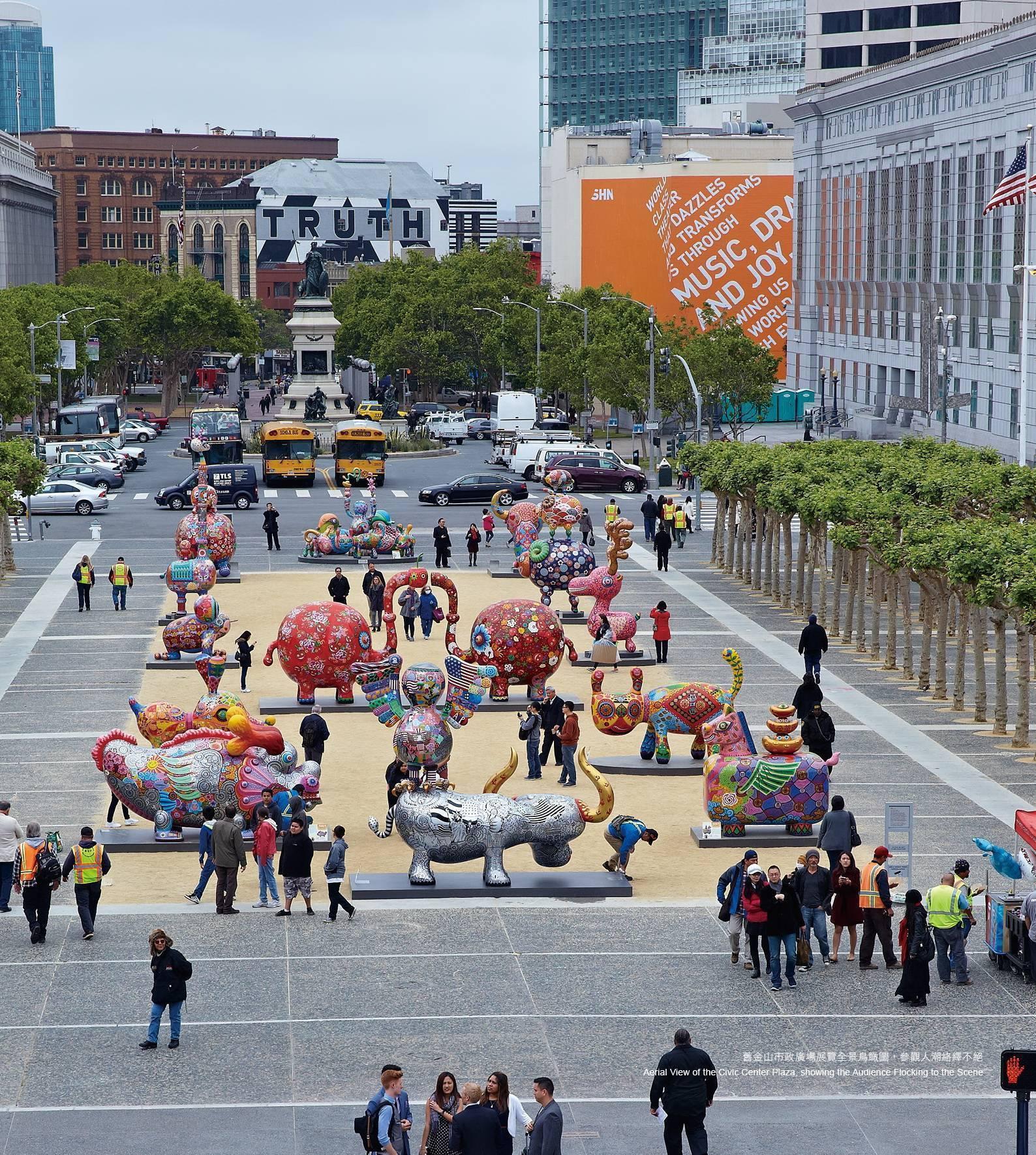 2015 美國舊金山市政中心廣場全景鳥瞰圖,洪易大型地景裝置,參觀人潮絡繹不絕