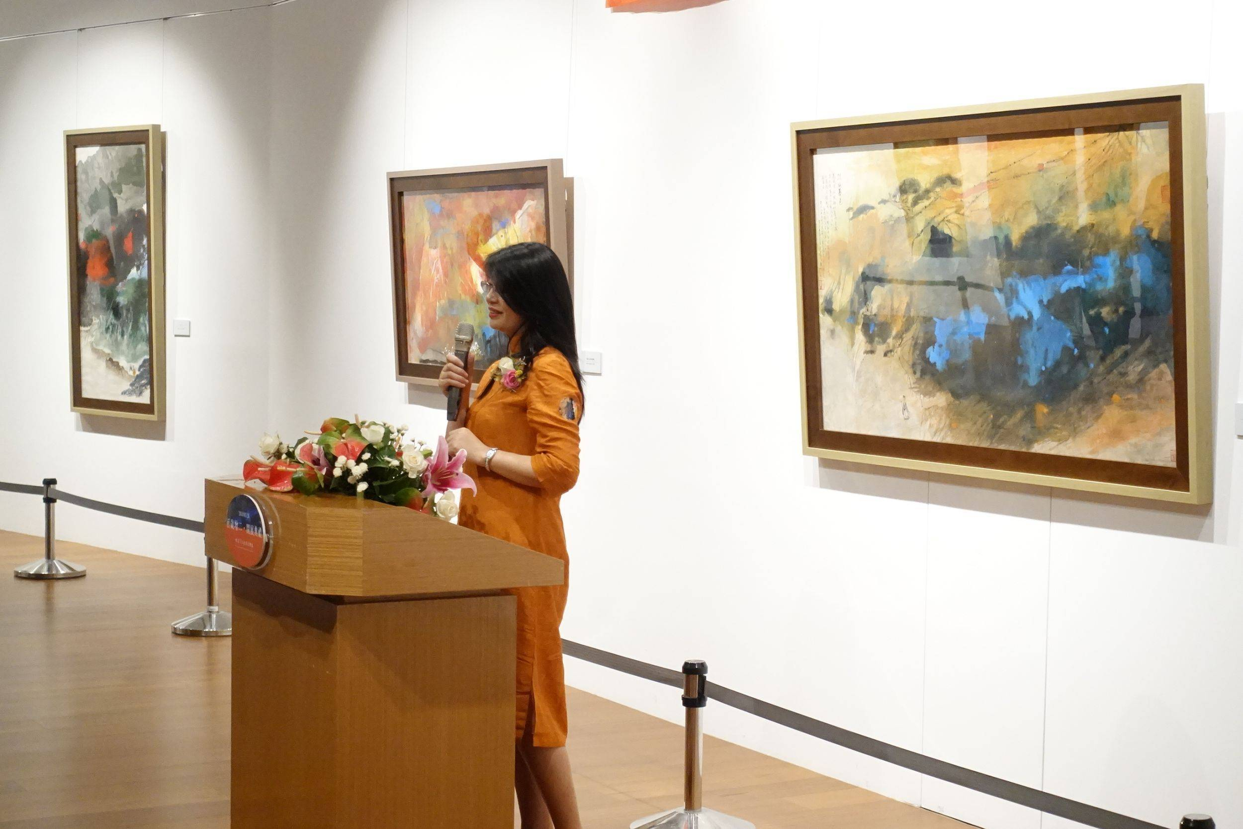 策展人趙麗娜女士致詞(中華兩岸創意城市文化推廣協會理事長、兩岸書院院長)