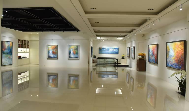 印象畫廊二樓展覽現場,藝術作品與新穎的展示空間完美結合