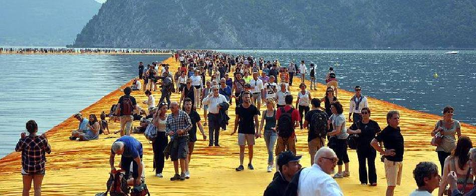 Christo and Jeanne-Claude《The Floating Piers》,2016。圖/取自wikimedia
