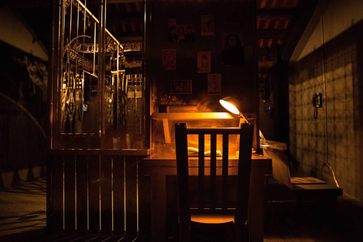 三樓展區-透過安妮的書桌望向對面的集中營反思戰爭