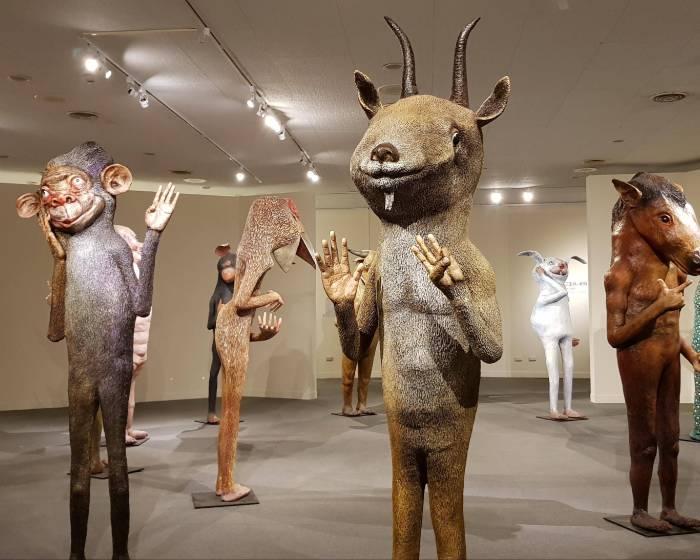高雄市立美術館【左腦X右腦許自貴的混世哲學】將您吸入潘朵拉星球的神秘異境中