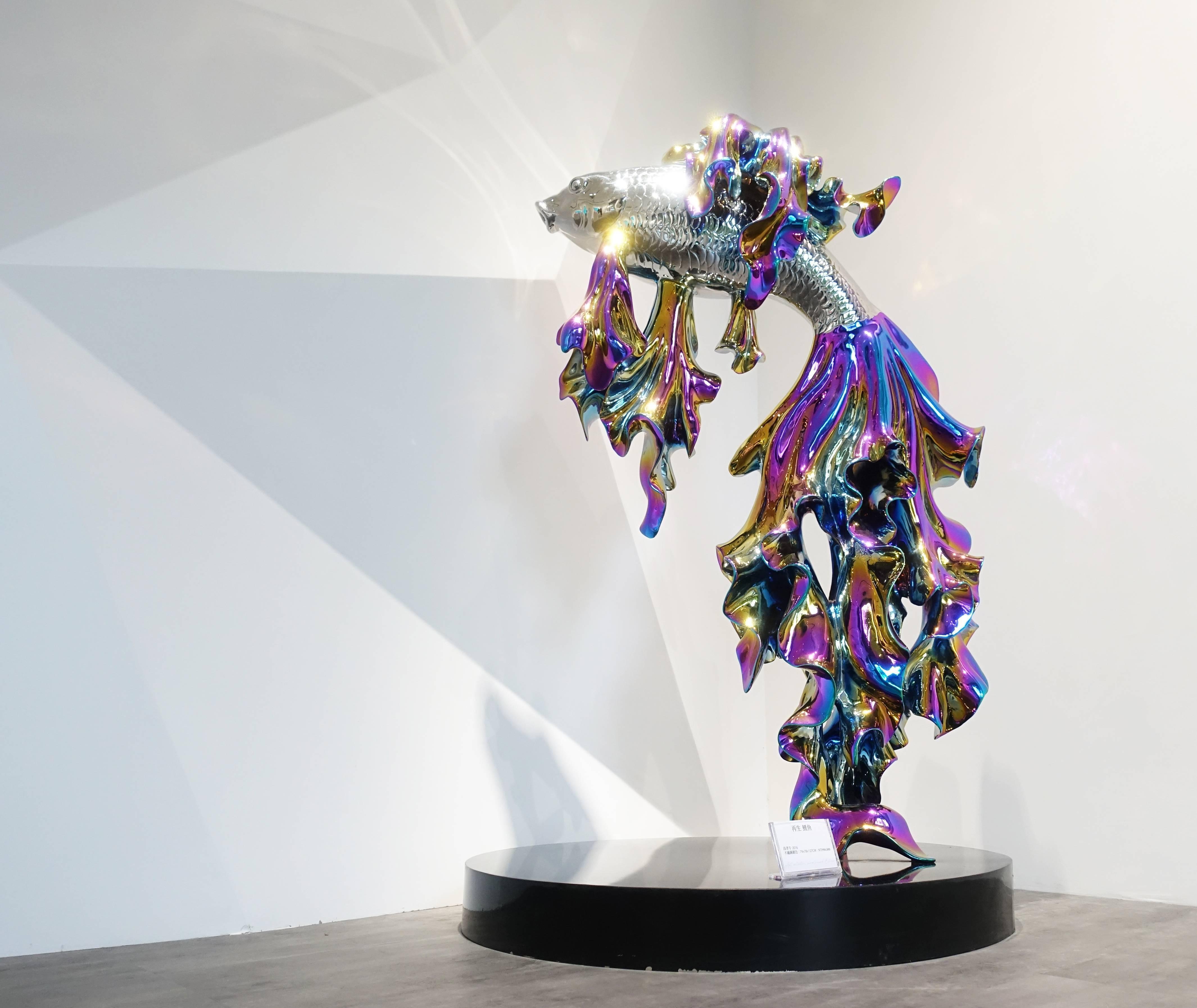 高孝午,《再生鯉魚》,不鏽鋼鍍色,2016。