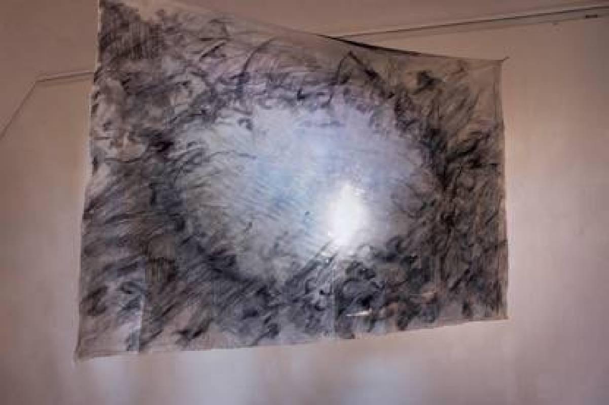 曾貞源作品 《波光粼粼》 (局部),鉛筆、胚布、錄像,尺寸依空間而定,2017
