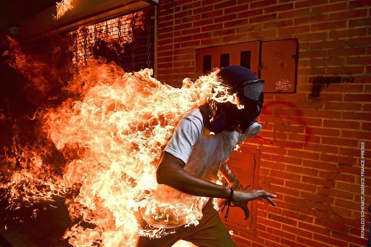年度照片 突發新聞 單幅 第一名 Ronaldo Schemidt 委內瑞拉
