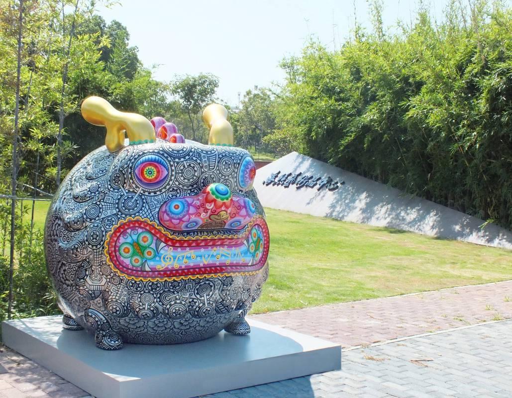 洪易鋼鐵圓龍展出於廈門海絲文化廣場,場景優美
