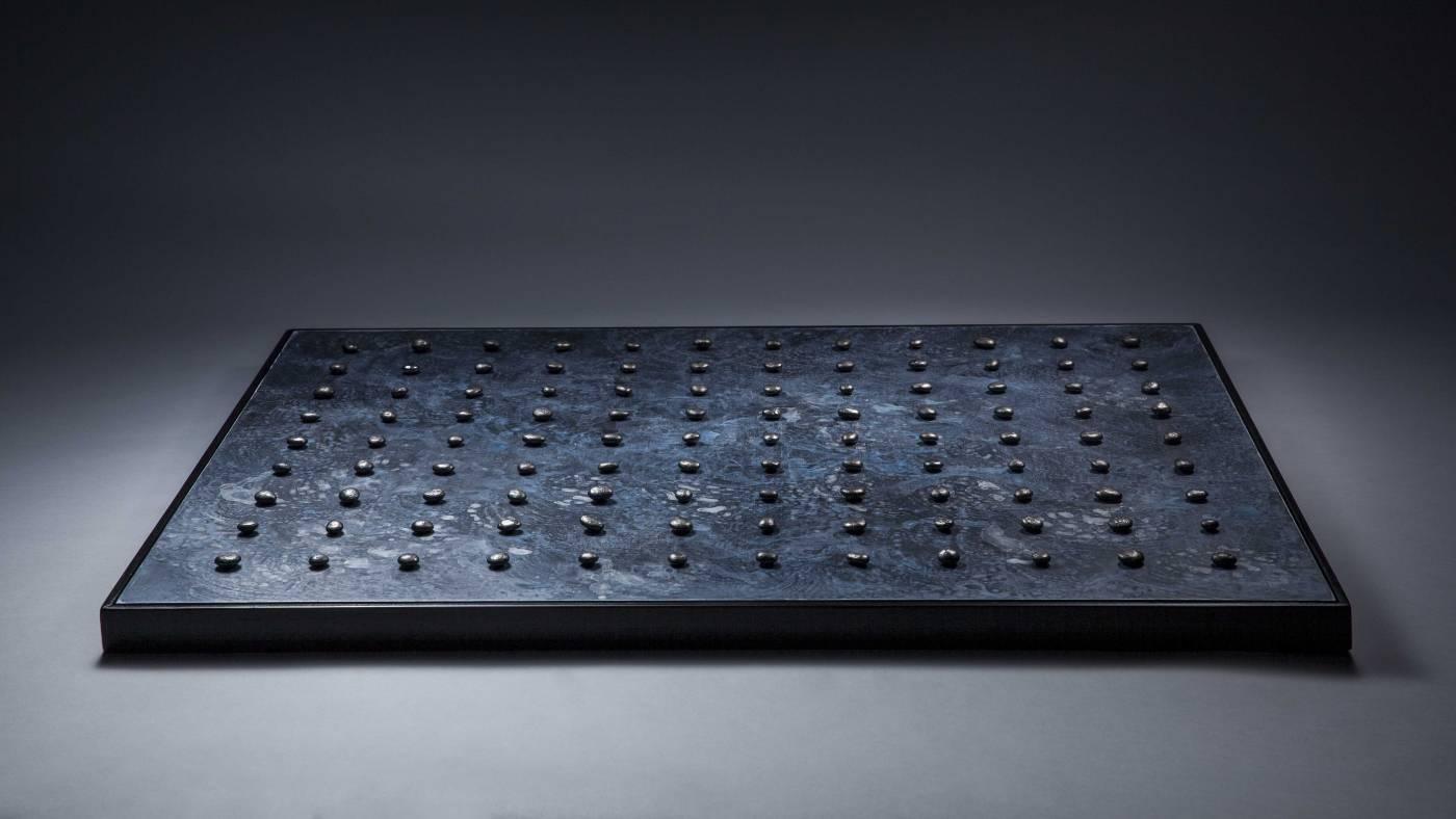 莊騰翔 Chuang, Teng-Shiang ,Waves  ( 2018  不鏽鋼、壓克力、木板 Stainless Steel, Acrylic on Wood Board  (H)73x(W)94x(D)4.7cm ) (Wellington Gallery心晴美術館)