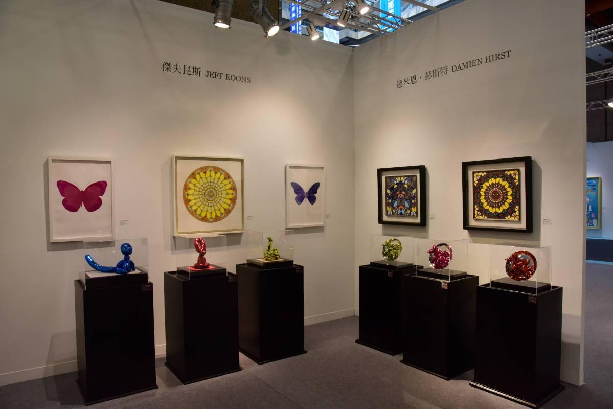 當代藝術的對話展區,呈現傑夫坤斯「慶典」系列與達米恩赫斯特「萬花筒」系列的作品,兩位當代大師各領風騷