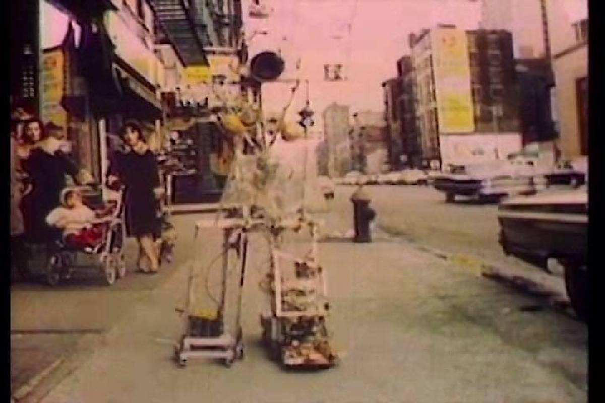 世界上最早的藝術機器人之一,是由白南準和阿部修(Shuya Abe),在1965年時共同創作