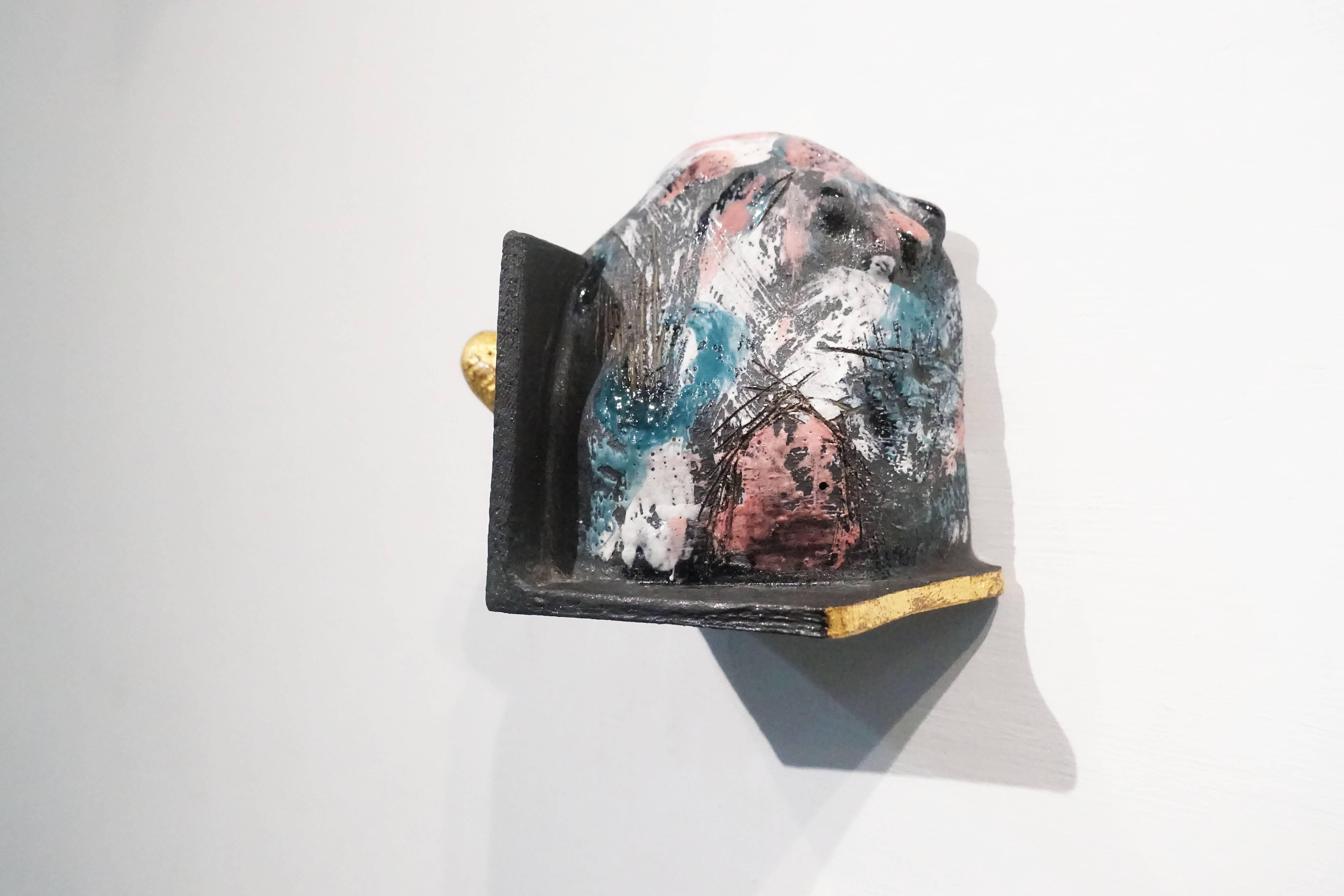 施姵伃,《共處-III》,陶、化妝土、釉,2018。
