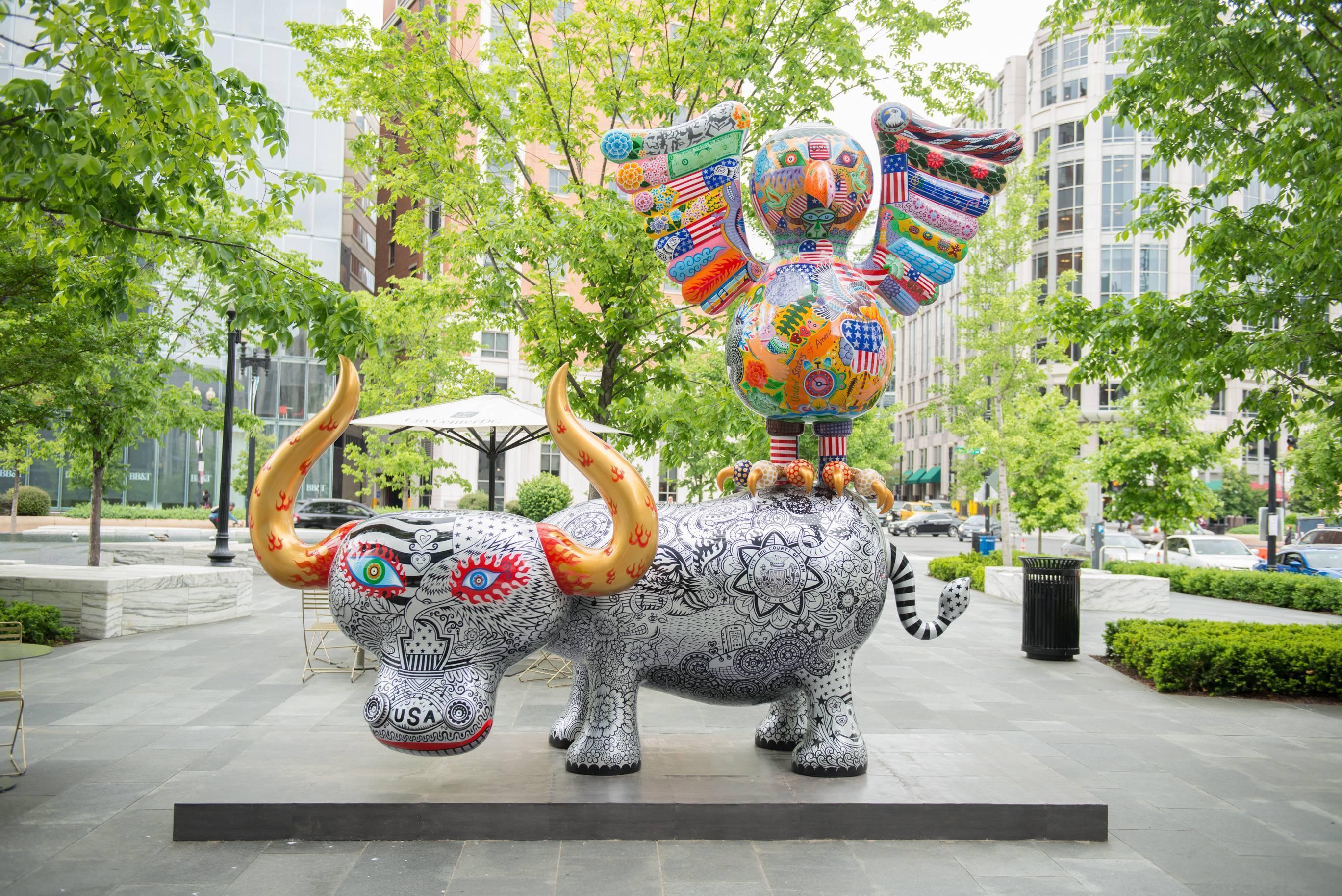 鷹鴿水水牛| 2013|鋼板彩繪|鷹鴿 245x105x220cm 水水牛 410cx156x220cm|「鷹鴿水水牛」,老鷹是美國的圖騰,鴿子是和平、友誼、團結的象徵,水牛則代表台灣的奮鬥精神