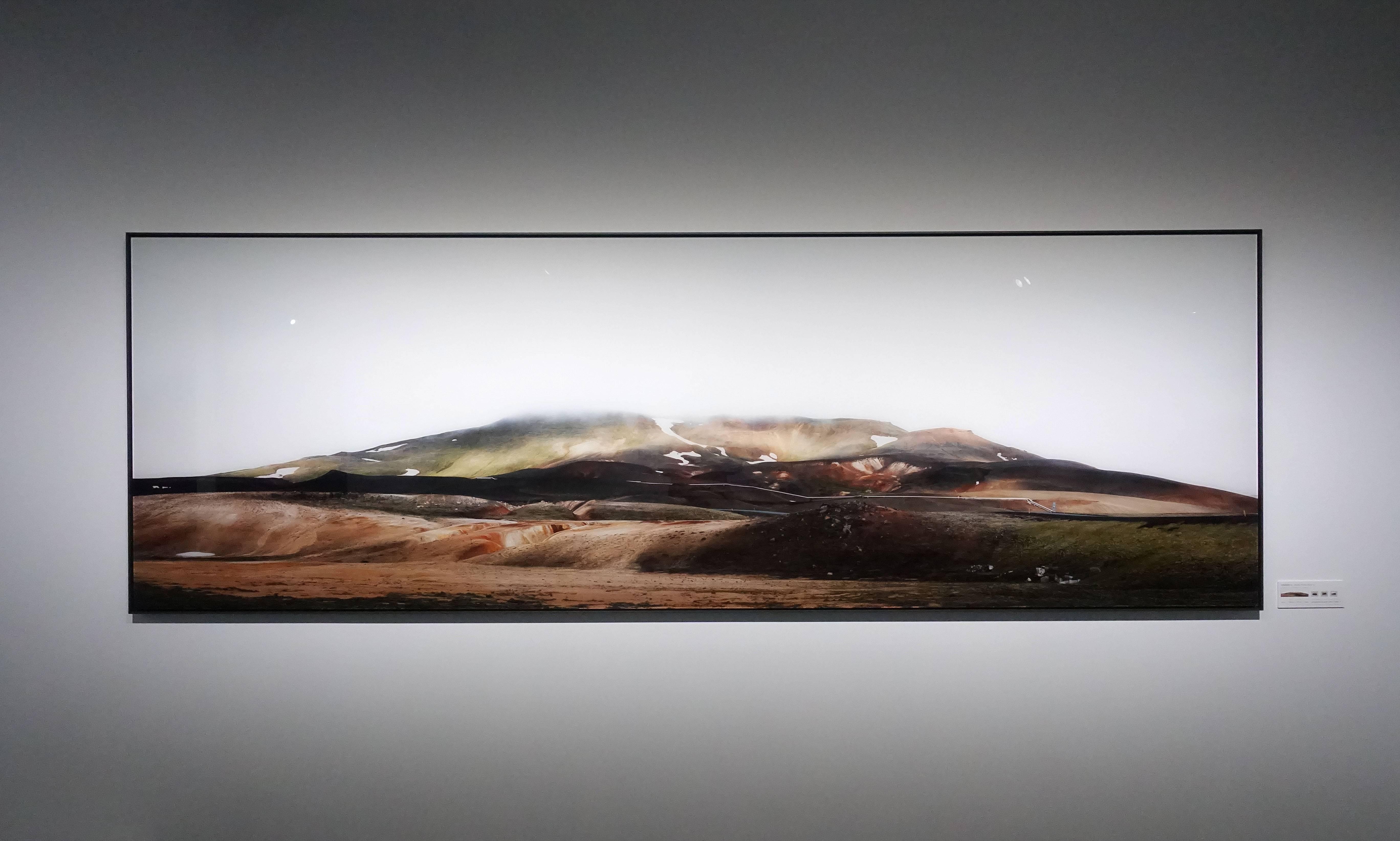 劉群群,《地熱發電廠》,攝影,2019。