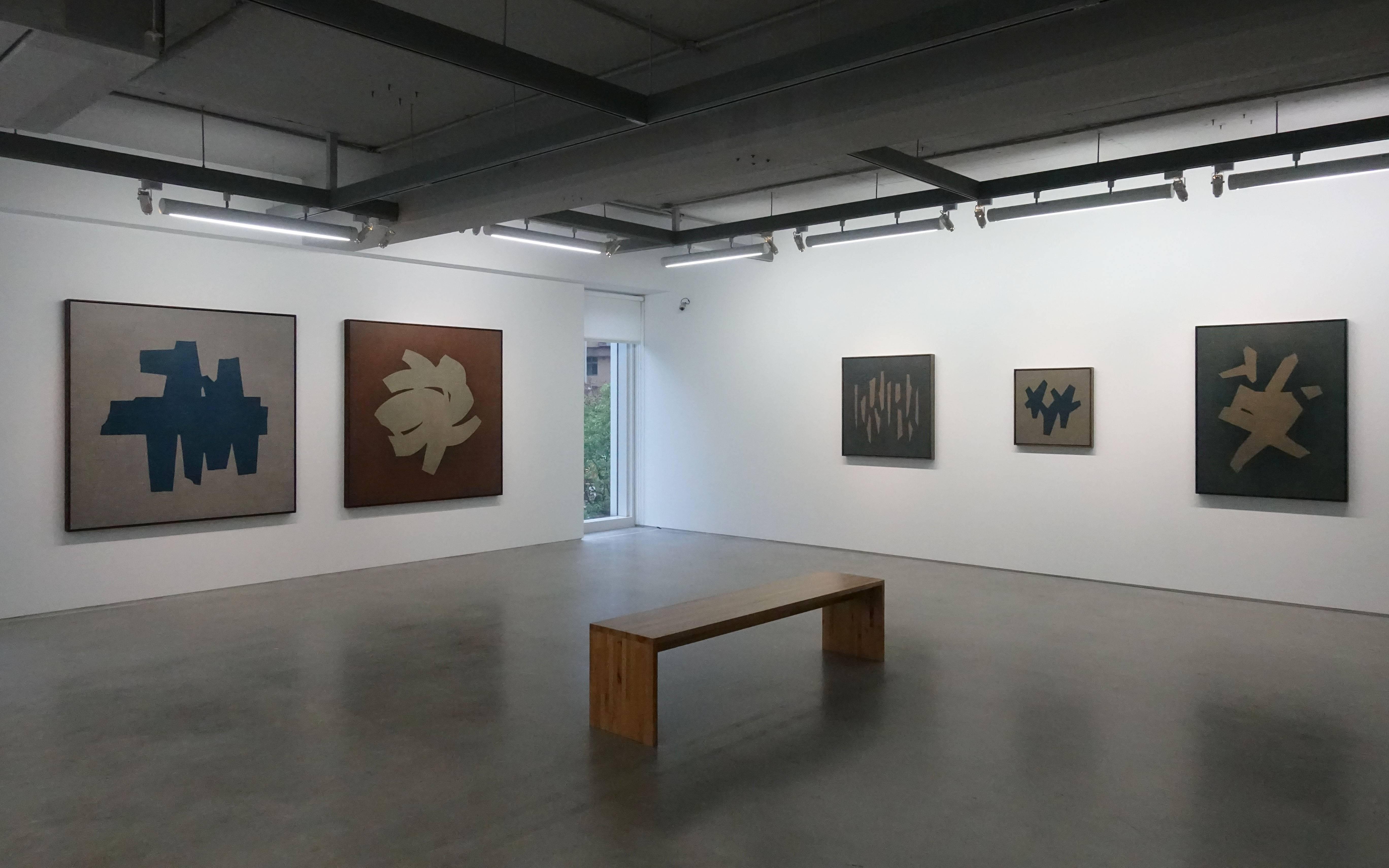 双方藝廊「未定物-吳東龍個展」二樓空間展覽一隅。