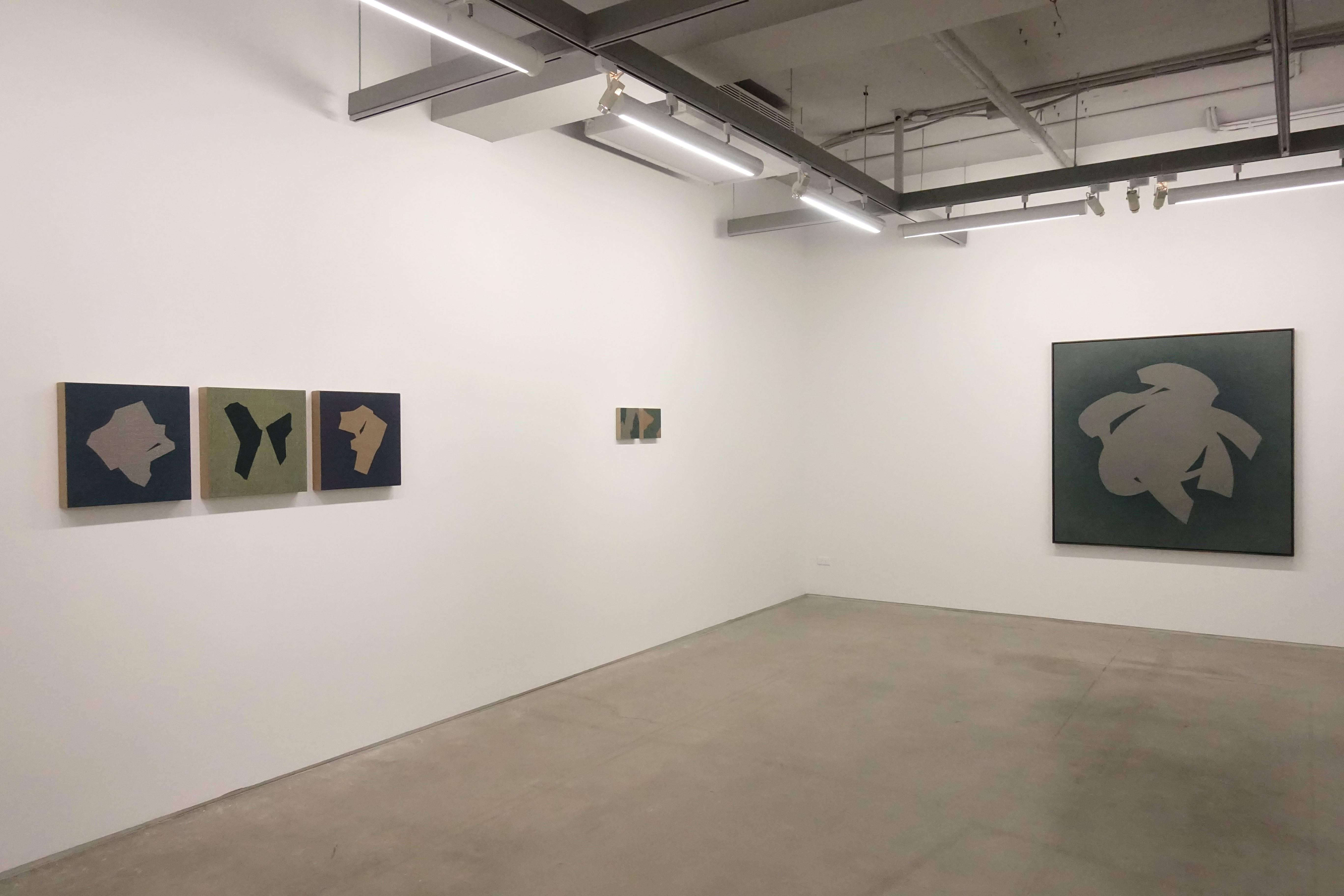 双方藝廊「未定物-吳東龍個展」一樓空間展覽一隅。