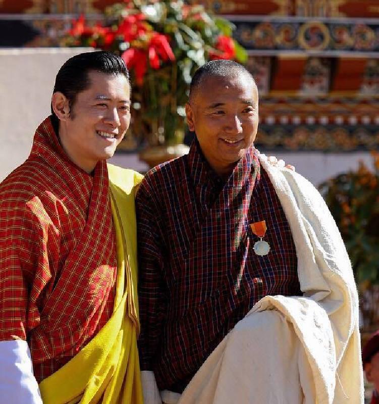 不丹現任國王於2010年授予訶莎.卡瑪國家勳章(金牌)