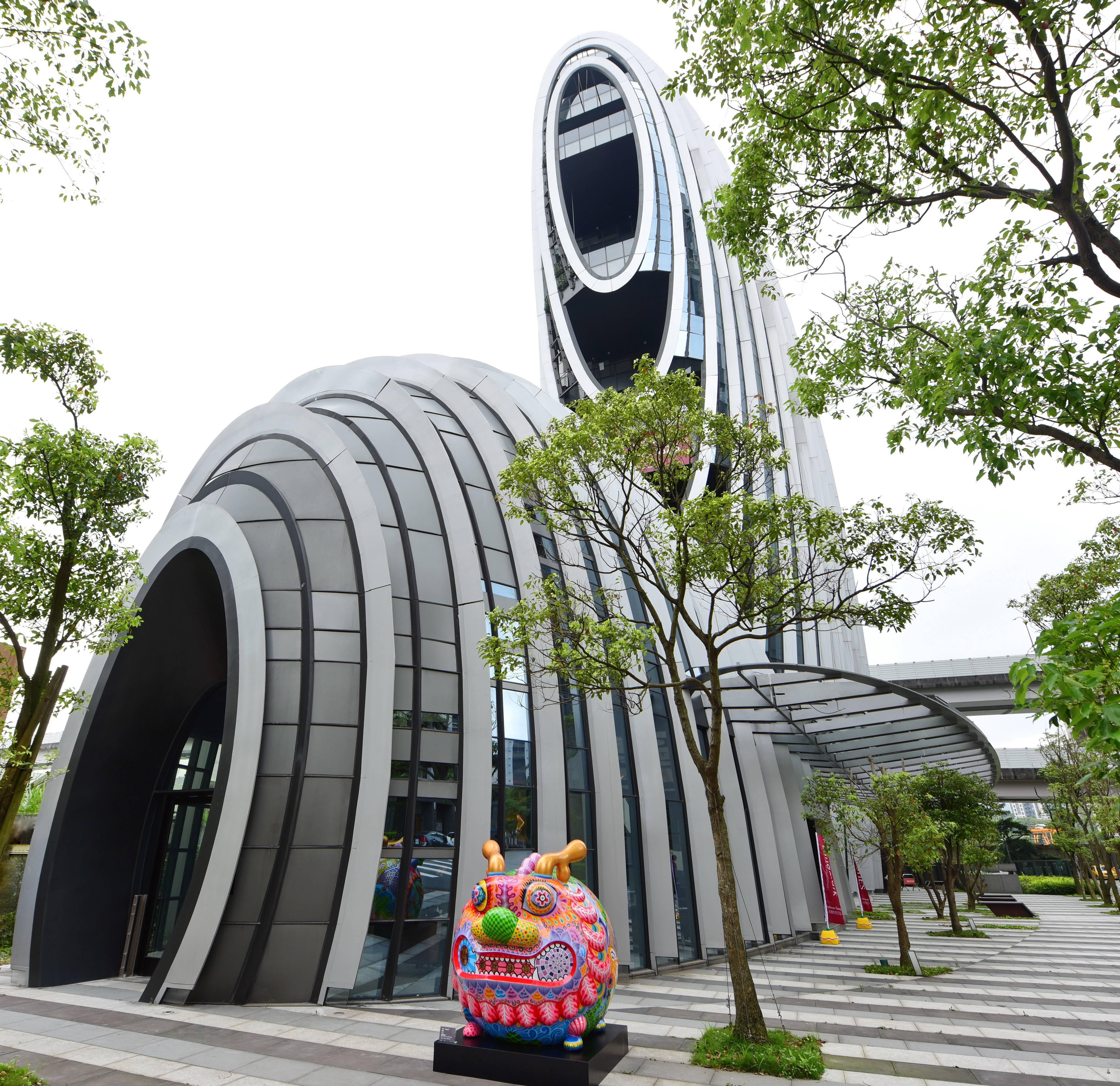 「圓龍」展於砳建築前
