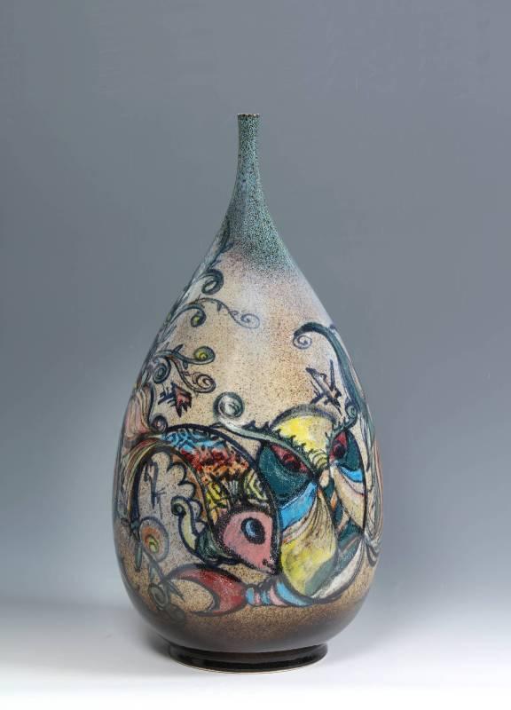 江漢清  《祥獸圖》  26×26×52公分  陶瓷 祥風瑞雨舒心情,珍禽異獸隨伴乘,描畫寫角書明月,淵深遠算寫人生。