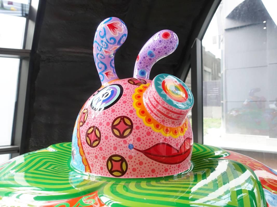 《豬柿如意》細節照片/洪易|豬柿如意|2016|鋼板彩繪|83x83x82cm。(記者 譚竣鴻/編輯)
