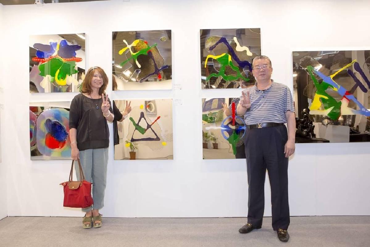 在展覽最後10分鐘,藏家一次收藏6幅李善單《明鏡世界.圖騰奔》系列作品。