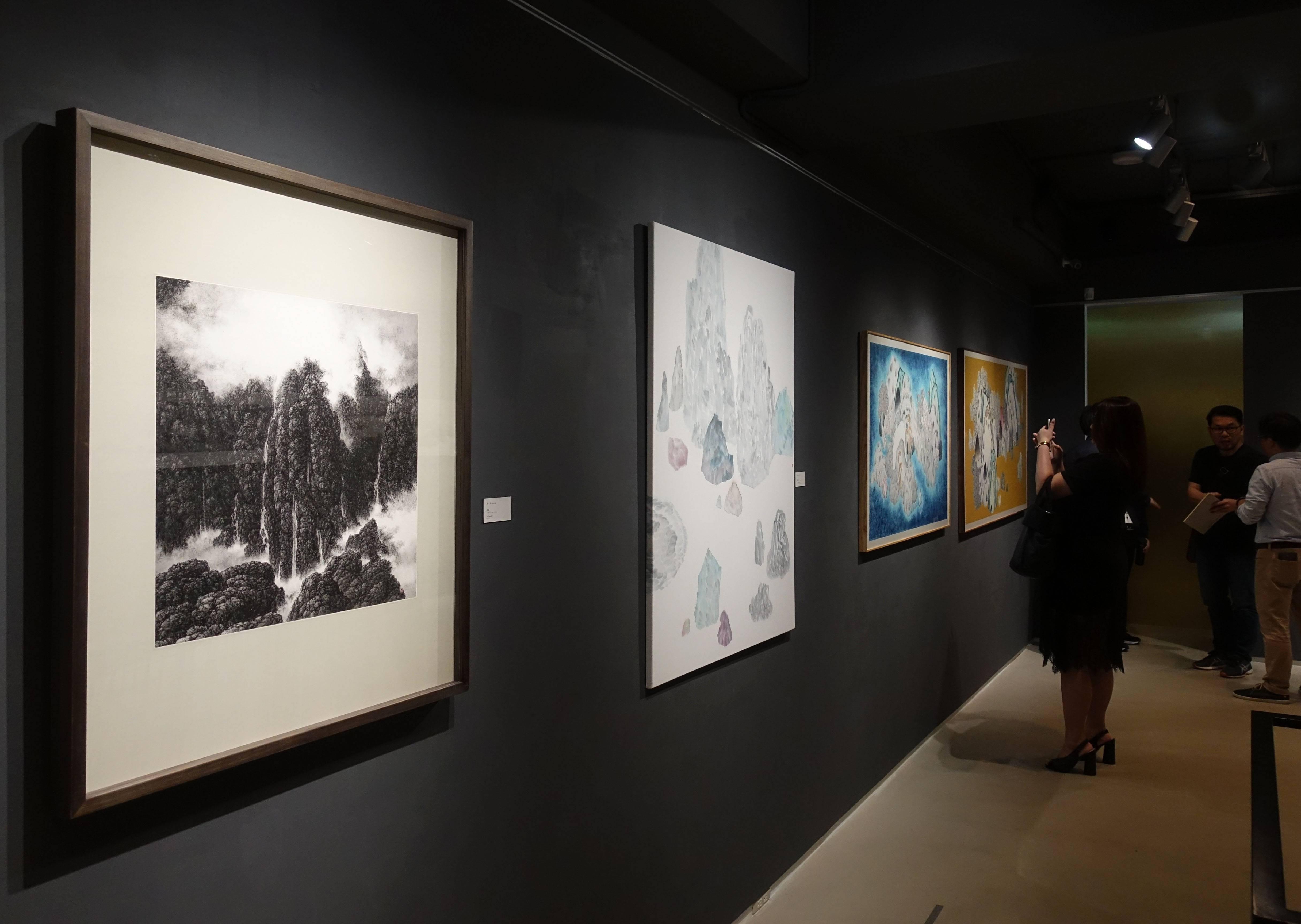 大觀藝術空間「島嶼.他方 - 台港水墨的地景建構」二樓空間展覽一隅。