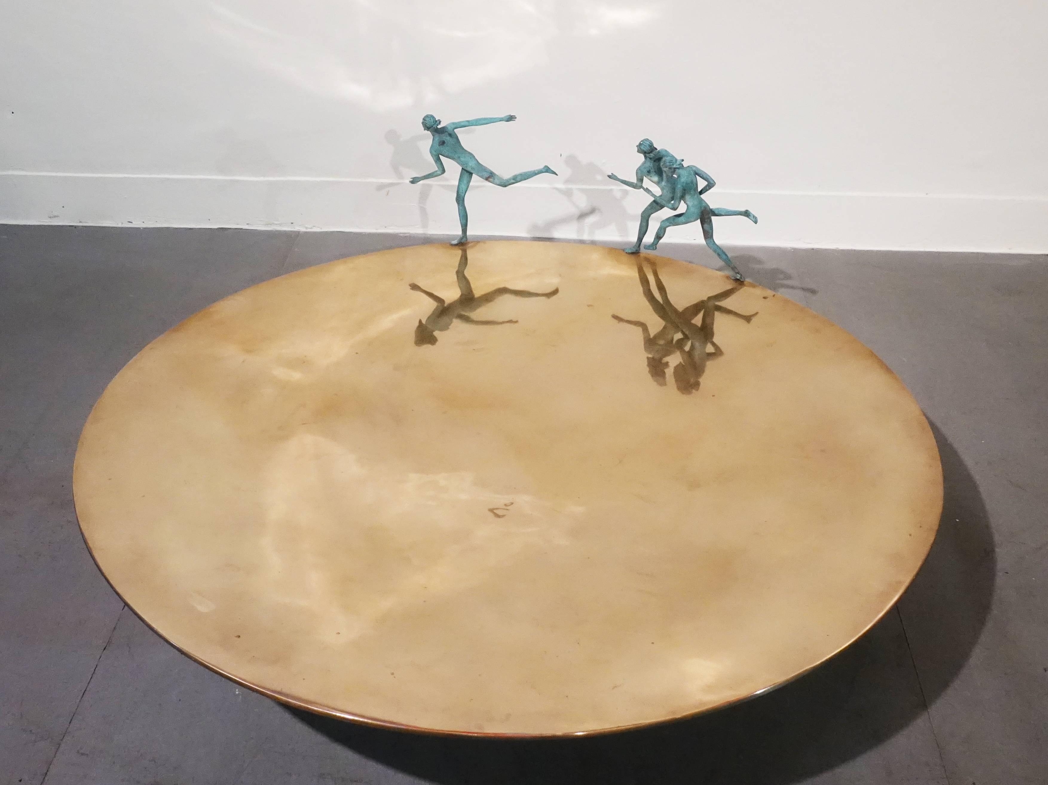 艾曼紐.瑞奇,《Oro 金色歐環》,34 x 100 x 100 cm ,銅,2011。