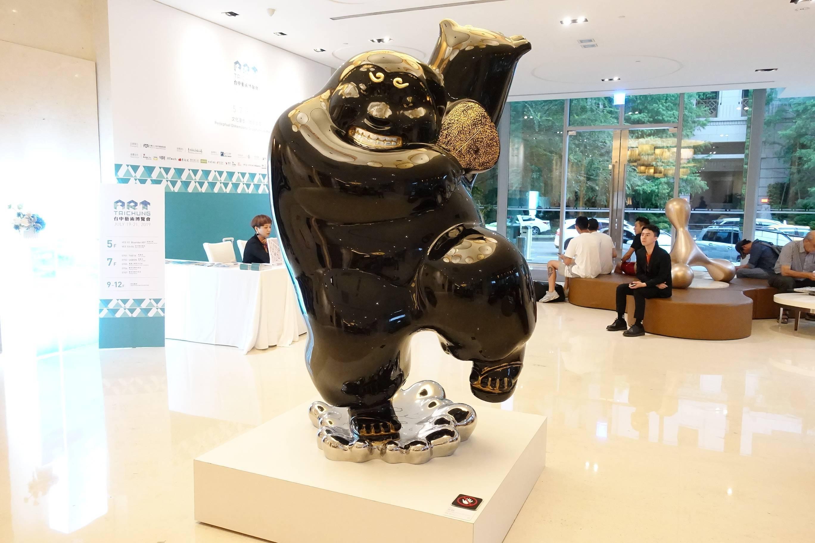 大雋藝術藝術家蔡尉成作品於日月千禧酒店大廳展出。
