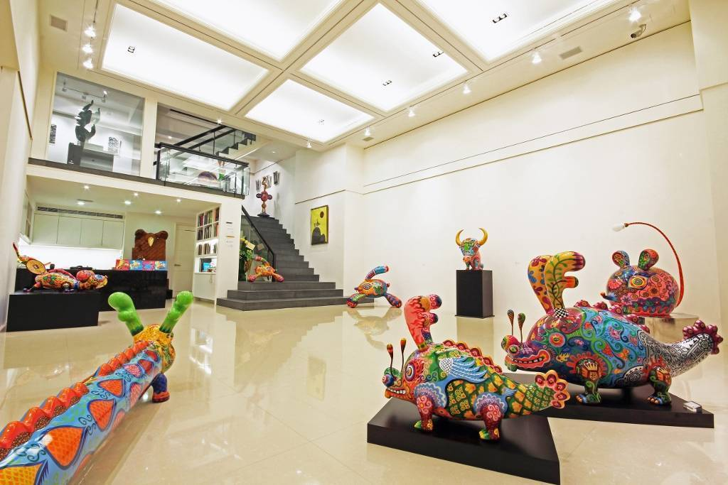 展覽現場剪影,「長龍」、「餘龍」引領貴賓前往二樓。