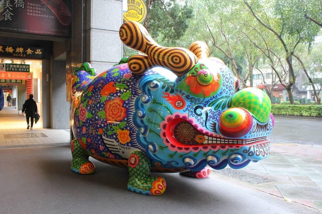 「福龍」坐落於仁愛路的印象畫廊走廊。