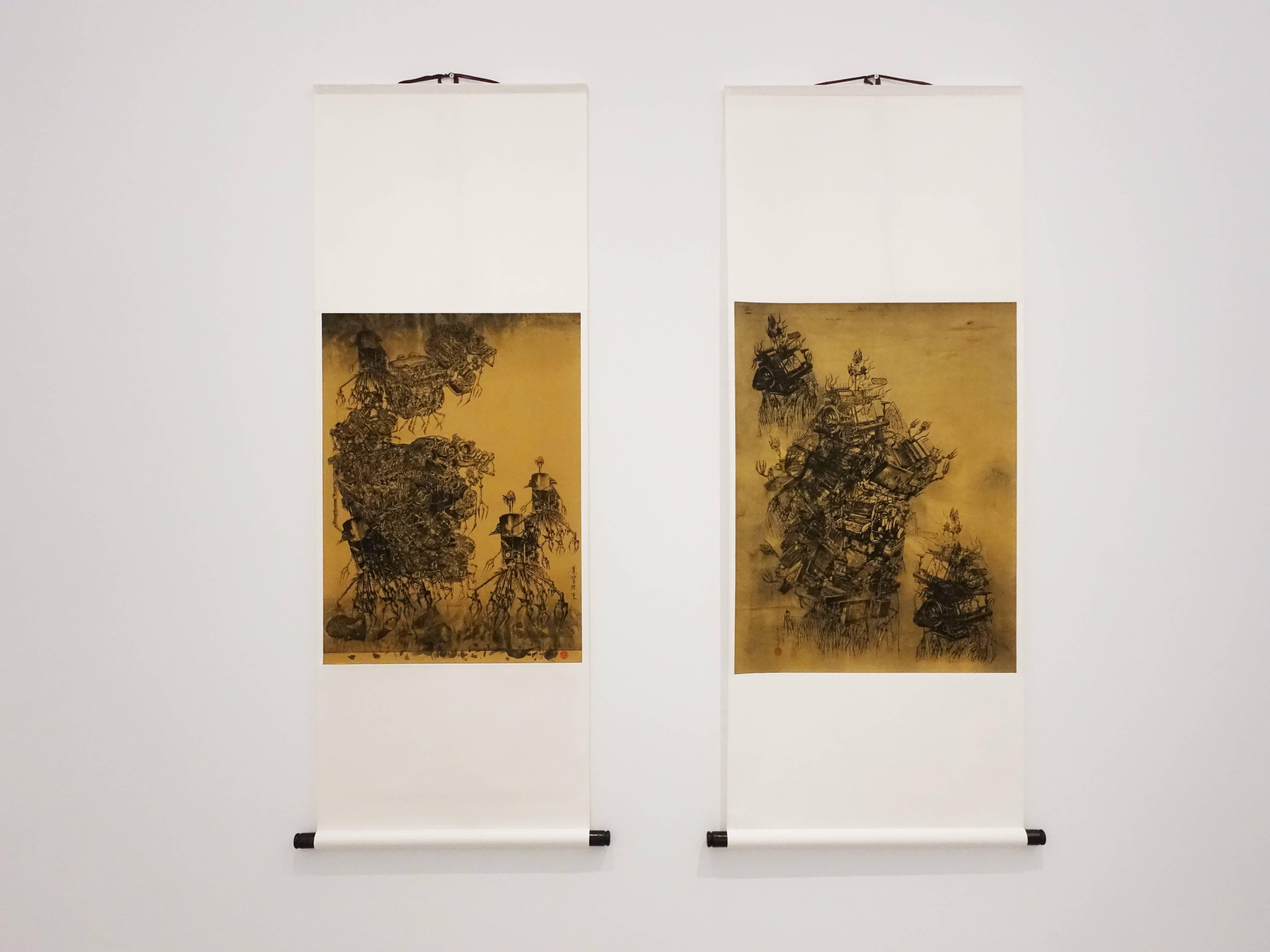葉慧琪,《機械山水-矗立》,53 x 69.5 cm,綜合媒材、絹布(右)。葉慧琪,《機械山水-枯岩》,48.5 x 66 cm,綜合媒材、絹布(左)。