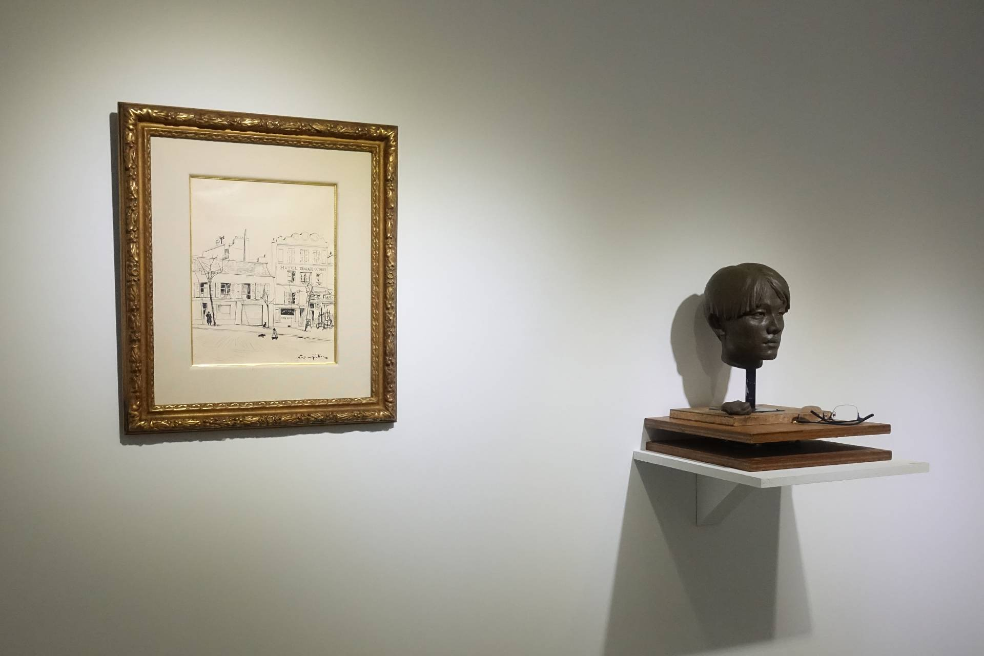 日動畫廊展出藝術家藤田嗣治(左)、高重黎(右)作品。