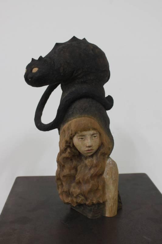 江慧琳《親愛的小吉》烏心石木。圖/國立台灣藝術大學雕塑學系提供