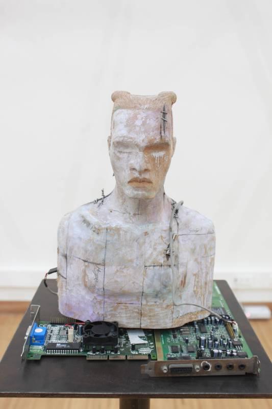 許兆翔《重縫》樟木。圖/國立台灣藝術大學雕塑學系提供