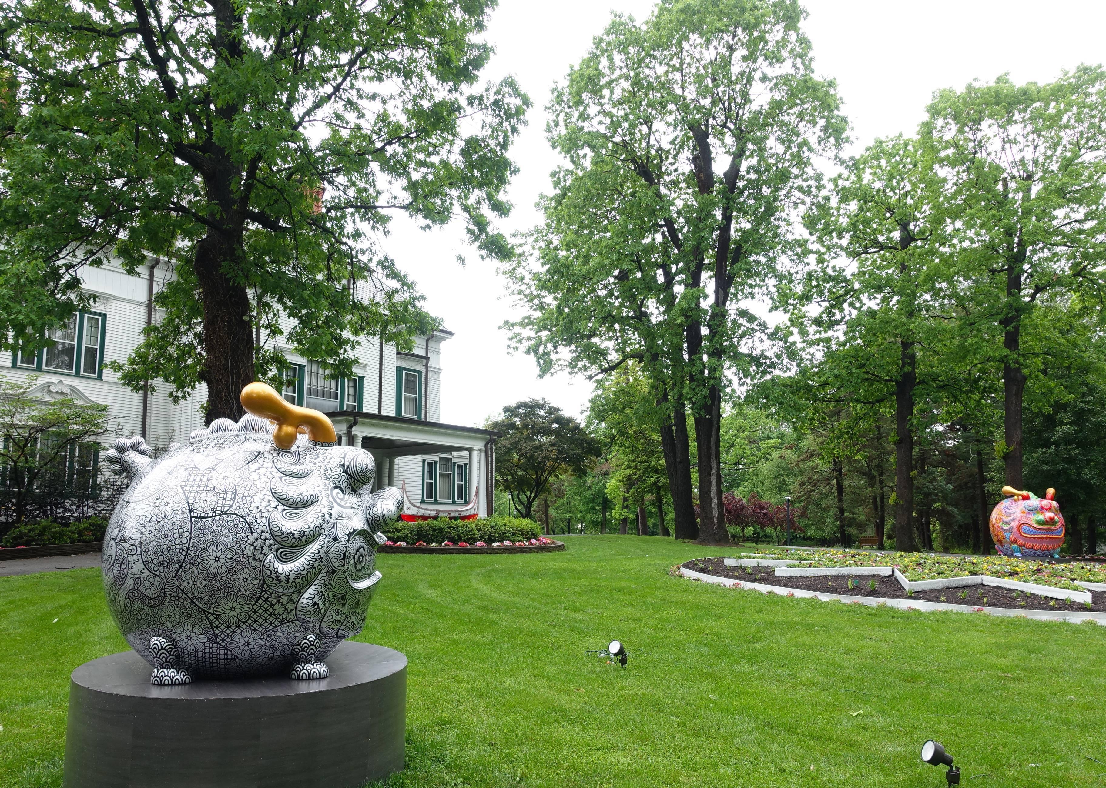 洪易圓龍裝置於華盛頓DC雙橡園。圓龍|鋼板彩繪|168x149x158cm