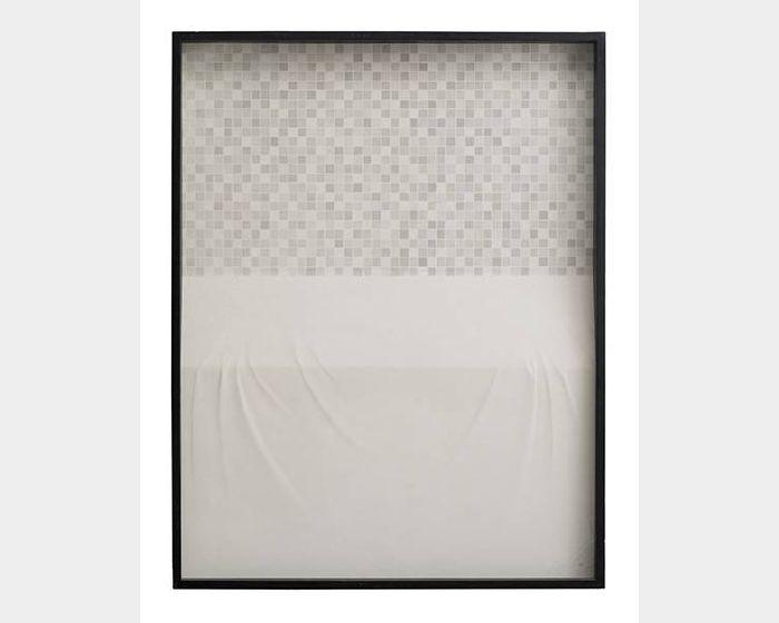 杭春暉-日常系列-白馬賽克和白桌面