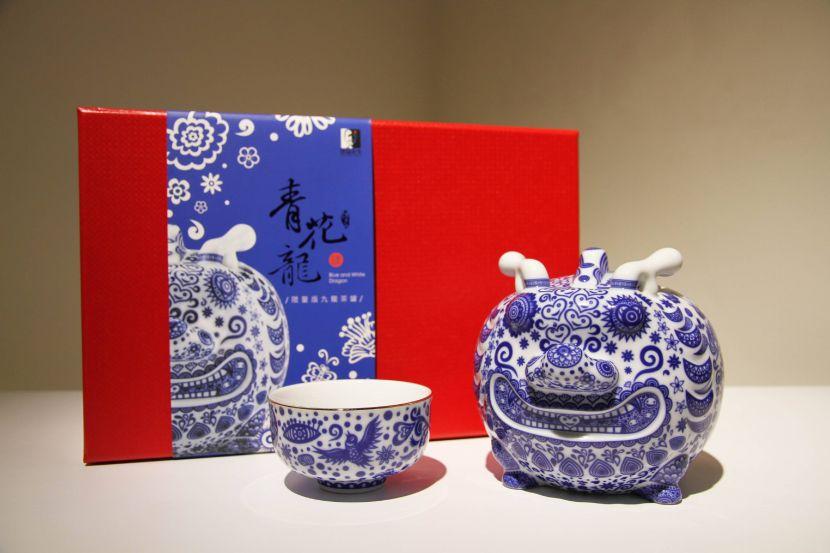 洪易-九龍茶罐-青花龍(精裝版)