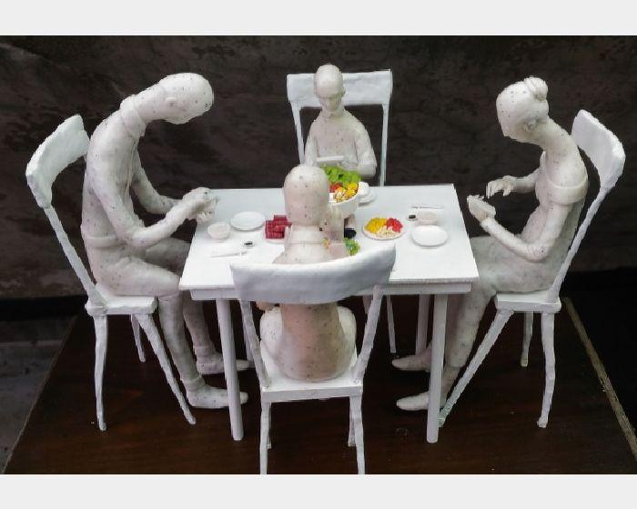 陳英徹-疏離的網路系列-家庭聚餐  Distance of network-Family dinner