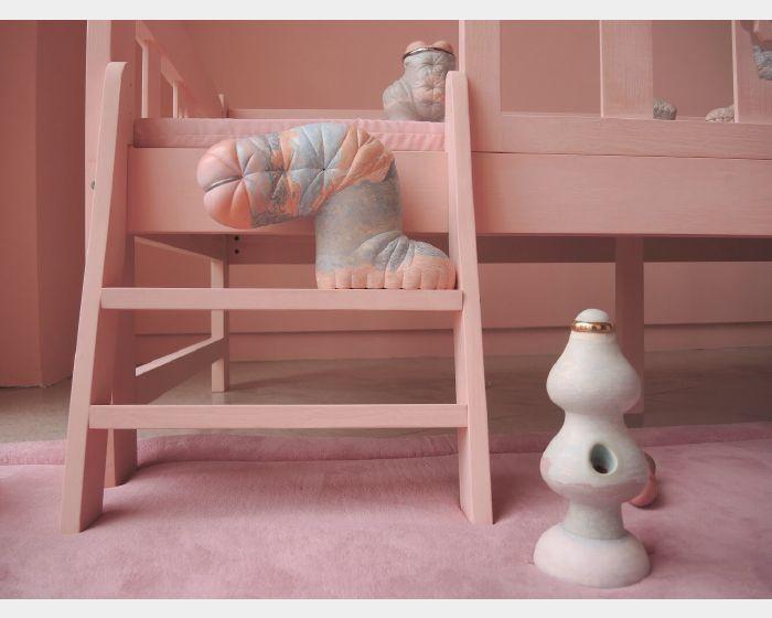 楊宗嘉-粉紅憧憬VI:熊腳與玩具