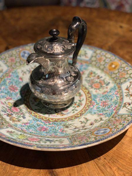 瓷器-花鳥銀壺與彩瓷大盤