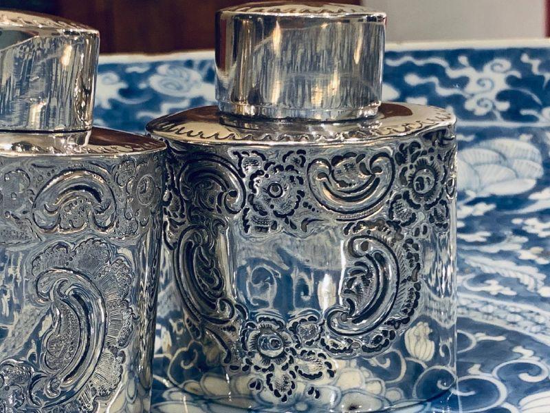 瓷器-洛可可紋飾銀罐與蓮花纏枝青花大盤